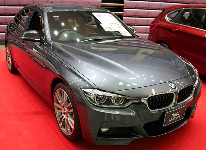 BMW320iMSport前面画像