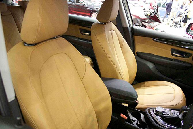 BMW218d前席画像
