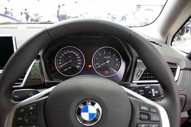 BMW218dメーター画像