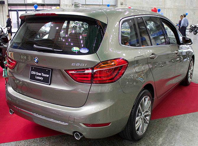 BMW218d後部画像