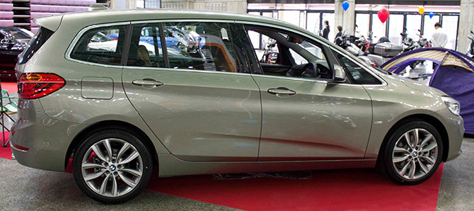 BMW218d側面画像