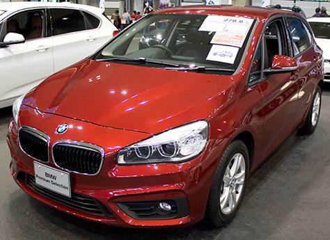 BMW218iアクティブツアラー前面画像