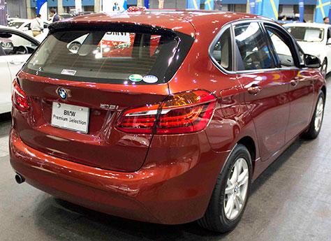 BMW218iアクティブツアラー後部画像