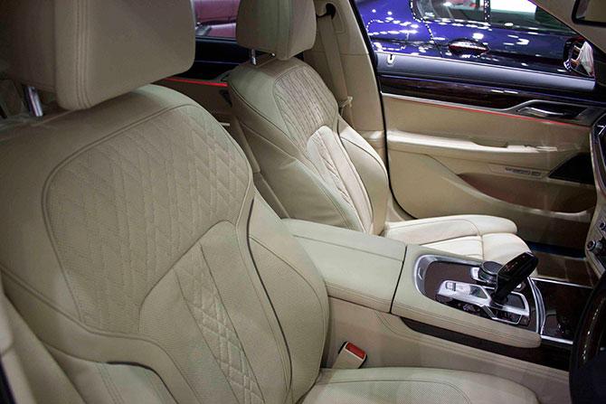 BMW740i前席シート画像