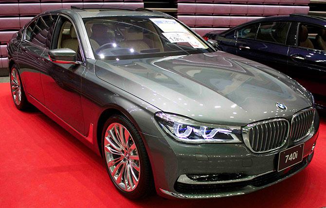 BMW740i前面画像