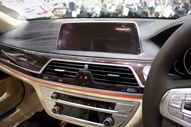BMW740iナビ画像