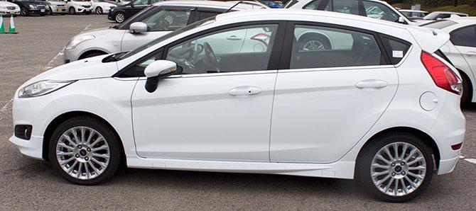 フォードフィエスタ側面画像