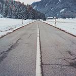 道路の欠陥が原因で事故が起きた場合のアイキャッチ
