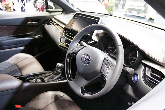 トヨタC-HRの内装画像
