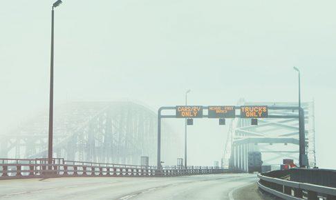 高速道路の横風