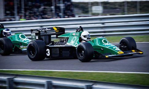 F1マシンが2台