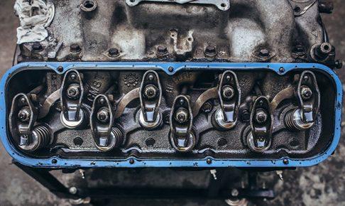 分解されたエンジン