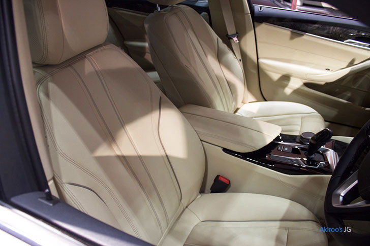 BMW523dのフロントシート