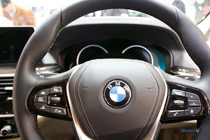 BMW523dのステアリング