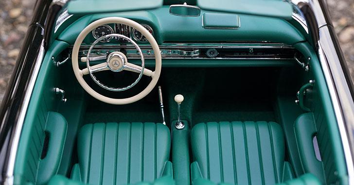 クラシックカーの車内