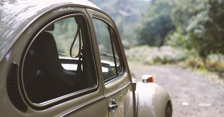 車の窓わく