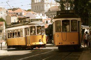 黄色い路面電車