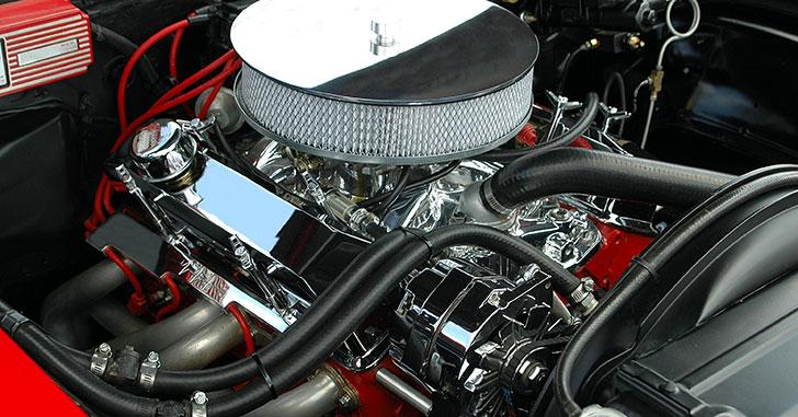 剥き出しのエンジン