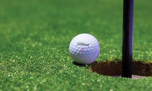 ゴルフのカップイン