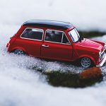 雪道でスタックするミニ