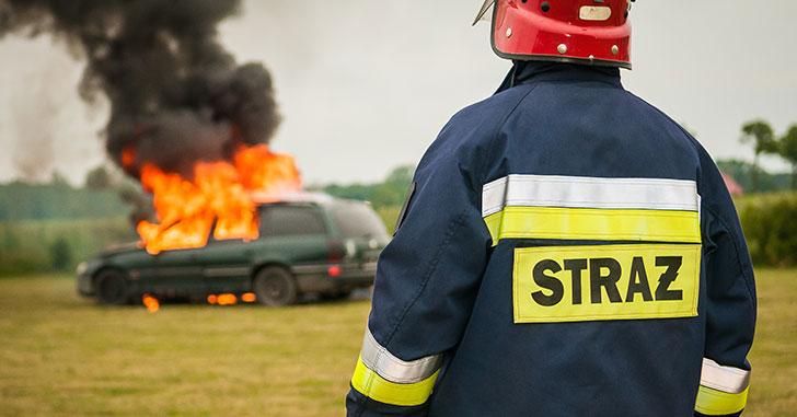廃車と消防署員