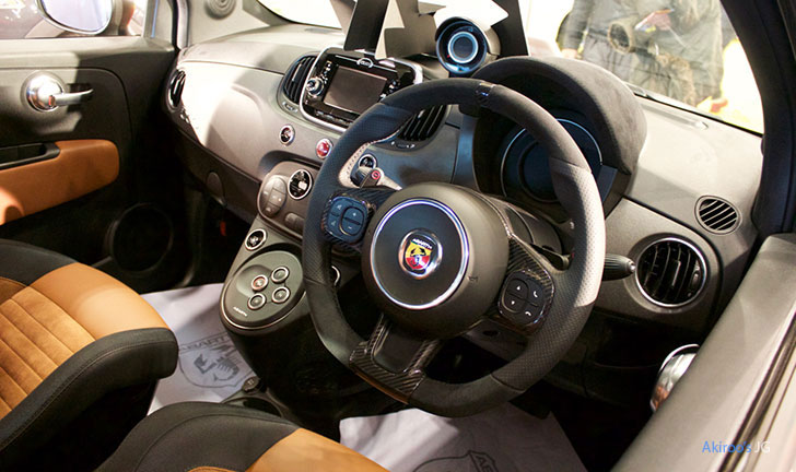 アバルト 595 コンペティツィオーネの内装