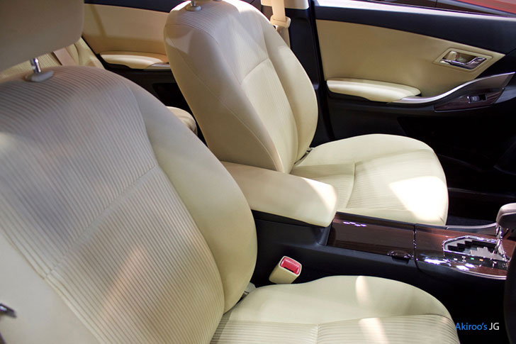 トヨタプレミオのフロントシート