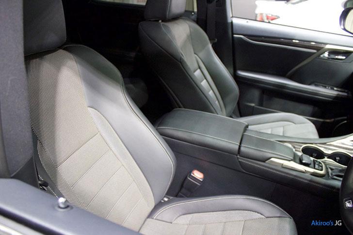 レクサスRX450hのフロントシート