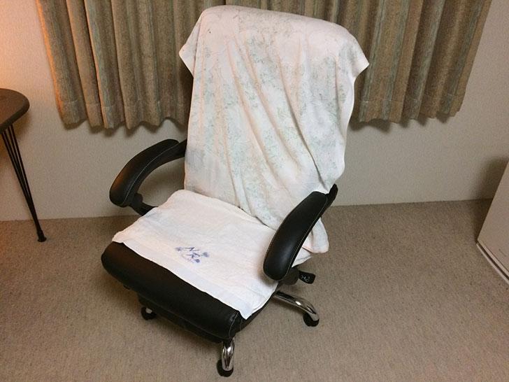椅子にバスタオル