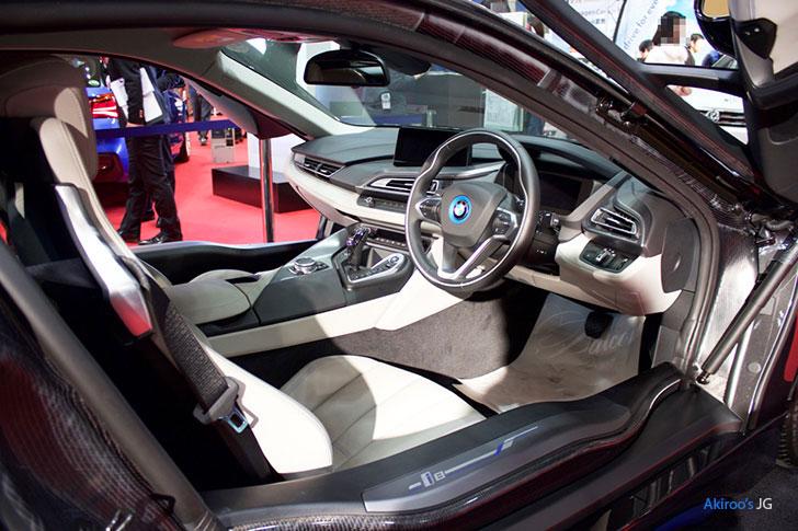 BMW i8の内装右側