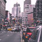 混雑する交差点
