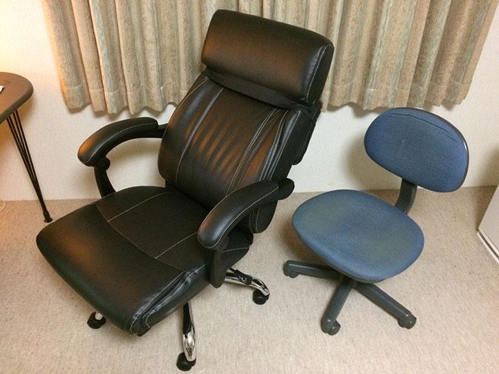 新しい椅子と古い椅子