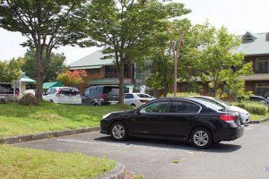 蒜山の駐車場に停まるレガシィ
