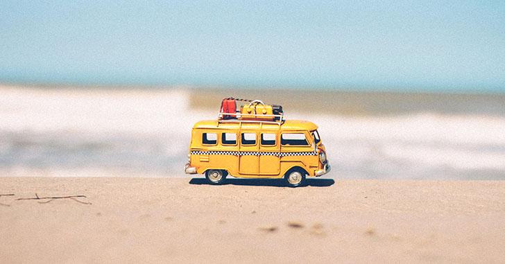 海辺のワンボックスカー