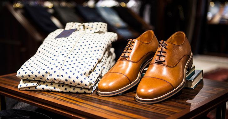 靴とシャツ