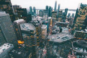 都市を斜め上から眺める