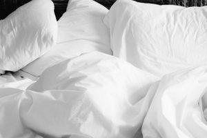 真っ白な寝具