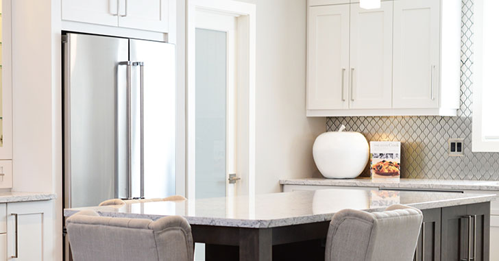 冷蔵庫と食卓