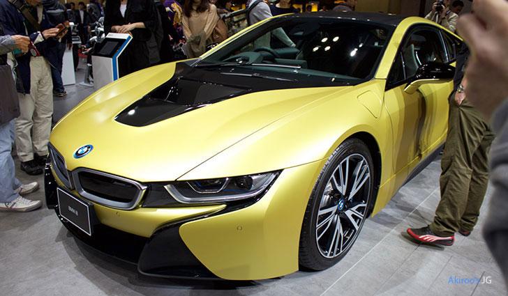 BMW i8 Protonic Frozen Yellowのフロント