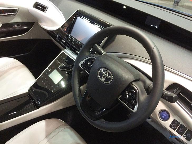 トヨタ・ミライの内装