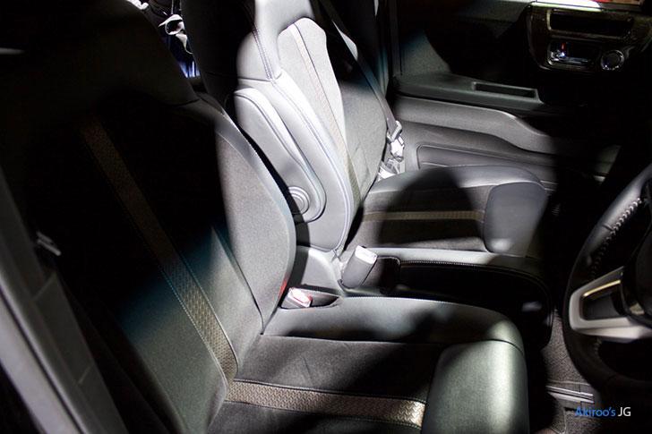 新型 ホンダ N-BOX カスタム G L ターボの前席
