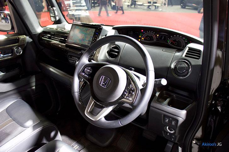 新型 ホンダ N-BOX カスタム G L ターボの内装
