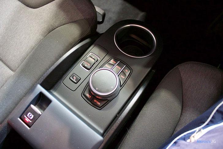 BMW i3 アトリエ レンジエクステンダー付きのiDriveコントローラー