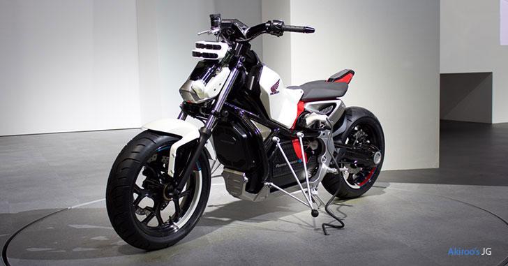 Honda Riding Assist-eの斜め前