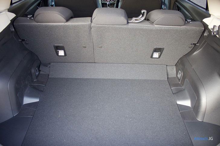スバル XV 1.6i-L EyeSightの荷室
