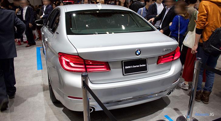 「BMW 5Series Sedan 530e」のリア