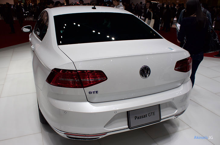 「VW Passat GTE Advance」のリア