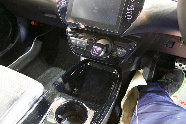 トヨタ プリウス PHV S GR SPORTのシフト