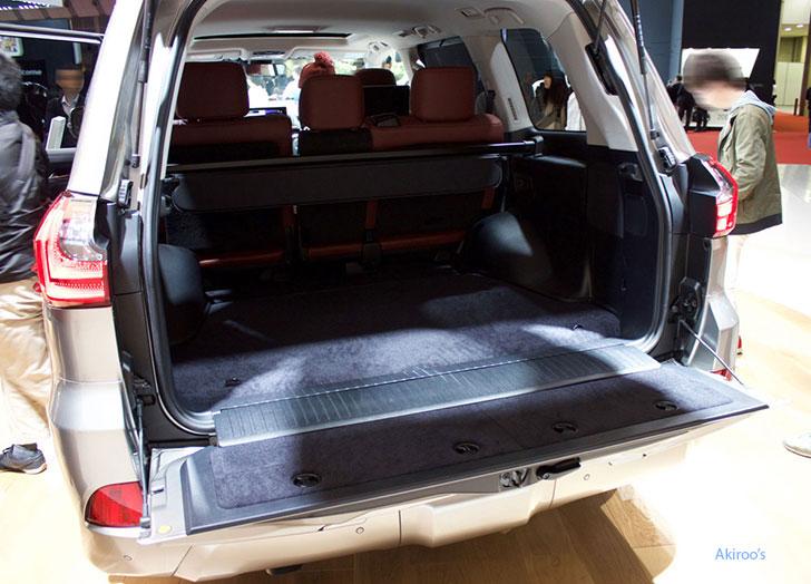 レクサス LX 570の荷室