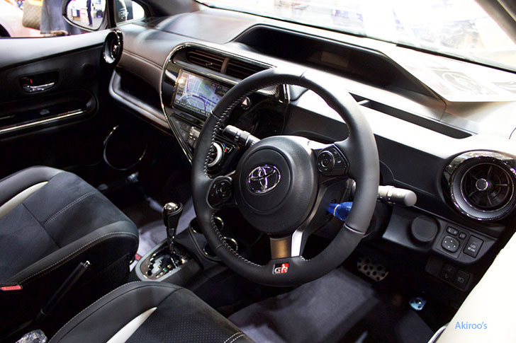トヨタ・アクア G GR SPORTの内装